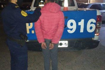 Dos adolescentes de 15 y 19 años le robaron las zapatillas a un sujeto