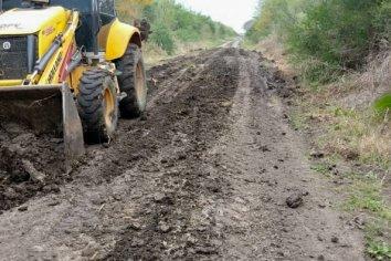 Vialidad trabaja en la reconstrucción de caminos en los departamentos Paraná, La Paz y Nogoyá