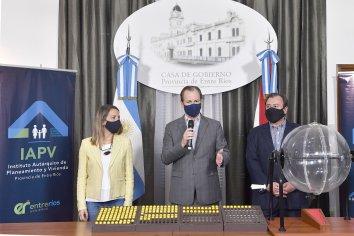 """""""La vivienda propia es un derecho constitucional"""", afirmó Bordet"""