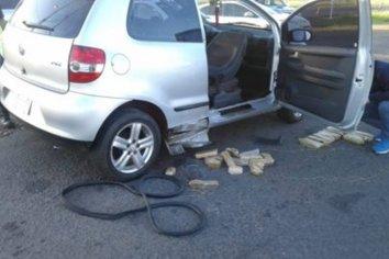 Paso Cerrito: Detuvieron un auto con droga en su interior