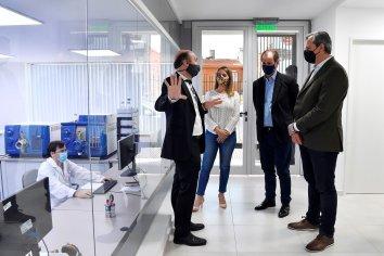 Bordet visitó el laboratorio entrerriano que investiga el primer tratamiento contra el coronavirus