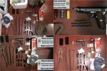 Tras allanamiento, secuestraron réplicas de armas, cartuchos y envoltorios con cocaína