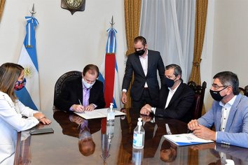 Firmaron convenio para mejorar infraestructura del parque industrial de Paraná