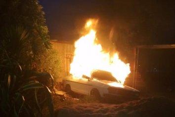 Un auto se incendió en horas de la madrugada