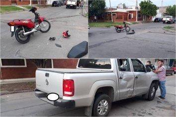 Camioneta chocó una moto y su conductor debió ser hospitalizado