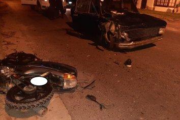 Motociclista debió ser atendido en el Hospital tras ser colisionado por un auto