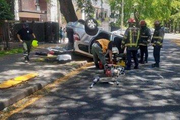 Rescataron a una mujer que había quedado atrapada en su auto