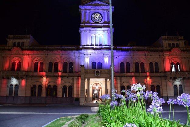 Licitan otra etapa de la restauración y puesta en valor de las fachadas de la Casa de Gobierno