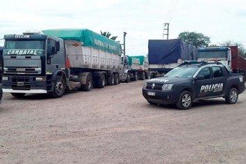 Se robaron 38 camiones de soja de un campo