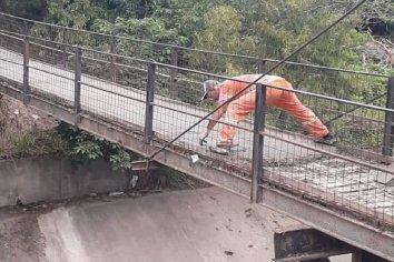 Construyen puente de hormigón para conexión y seguridad de tres barrios