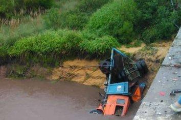 Camión cayó desde un puente en la Ruta 18