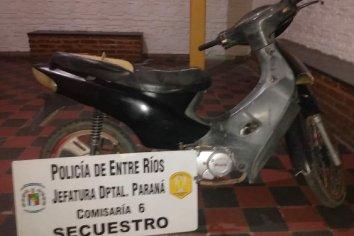 La policía recuperó una moto que había sido robada del estacionamiento de un supermercado