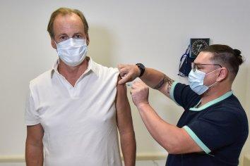 Gustavo Bordet recibió la segunda dosis de la vacuna rusa contra el coronavirus
