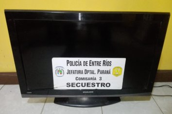 La policía demoró a un sujeto con un televisor de dudosa procedencia