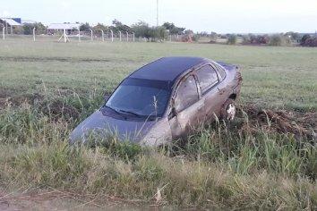 Conductor perdió el control de su auto y terminó despistando en el Acceso Norte