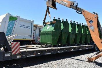 Instalan nuevos contenedores metálicos en los barrios