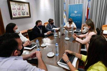 El gobierno provincial junto a la Cámara de la Construcción y la Uocra promueve la incorporación de mujeres en la obra pública