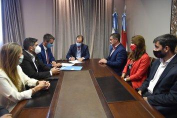 Bordet firmó convenios para licitar obras de agua y cloaca en Diamante y Villaguay