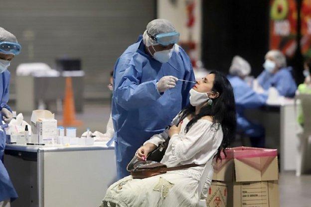 Informaron 24.999 nuevos casos y 383 fallecidos durante este jueves