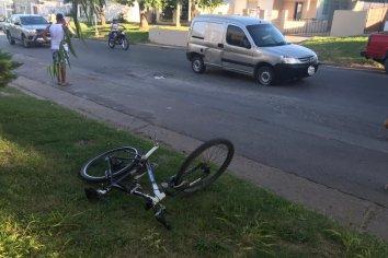Menor que conducía una camioneta colisionó a otro que iba en bicicleta