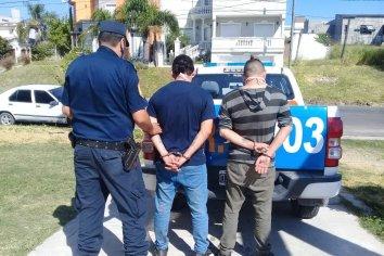 Detuvieron a dos masculinos por amenazar de muerte a un vecino