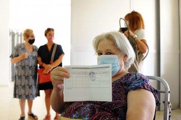 Con satisfacción personas mayores de 70 años comenzaron a vacunarse en Paraná