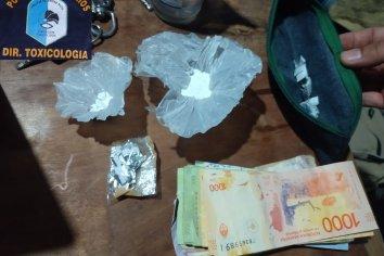 Detuvieron a dos personas, secuestraron suma millonaria de dinero y vehiculos en La Paz