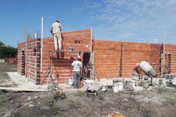 Con fondos provinciales se construyen nuevas viviendas en La Paz y Villa Mantero