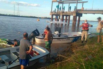 Prefectura rescató del río a cuatro personas