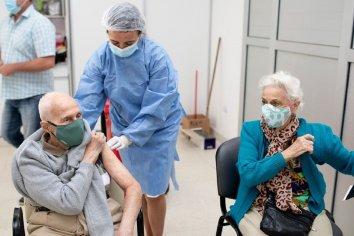 Avanza en Paraná la vacunación en adultos de entre 60 y 69 años