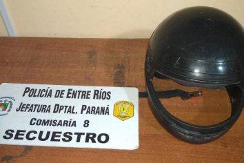 Robó el casco  de una moto e increpaba a la gente pidiendo dinero