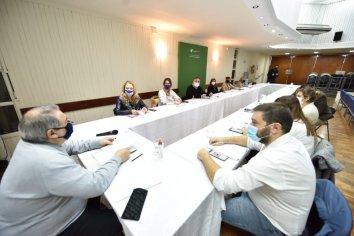 La provincia continúa las mesas de diálogo con representantes de docentes