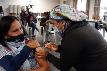 """Avanza """"con buen ritmo"""" el plan de vacunación contra el coronavirus en las provincias"""