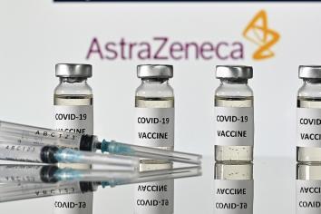 """AstraZeneca afirmó que su vacuna es """"altamente eficaz"""" contra Delta y Beta"""