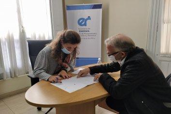 La provincia firmó un convenio para ampliar la red de gas natural en Libertador San Martín