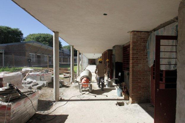 El gobierno provincial realiza una millonaria inversión en infraestructura escolar en la ciudad de Paraná