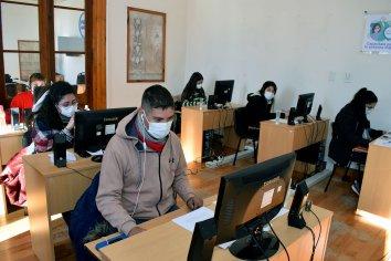 Salud fortalece el 0800 VACU con la incorporación de becarios al equipo de atención