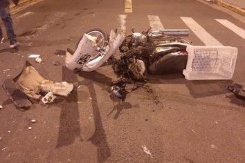 Motociclista colisionó contra un automóvil