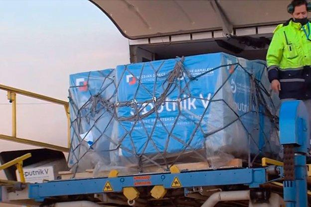 Arribaron los reactivos para fabricar las vacunas Sputnik en Argentina