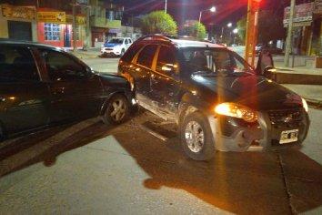 Dos automóviles colisionaron esta madrugada en calle Segundo Sombras y Montiel