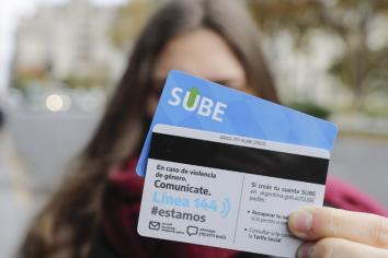 Lanzan una nueva tarjeta SUBE para concientizar sobre violencia de género