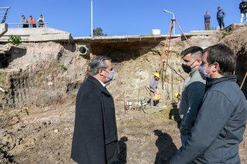 La Municipalidad reconstruyen el puente en bulevar Moreno