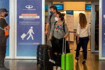 Levantarán los cupos para pasajeros que regresan al país en avión
