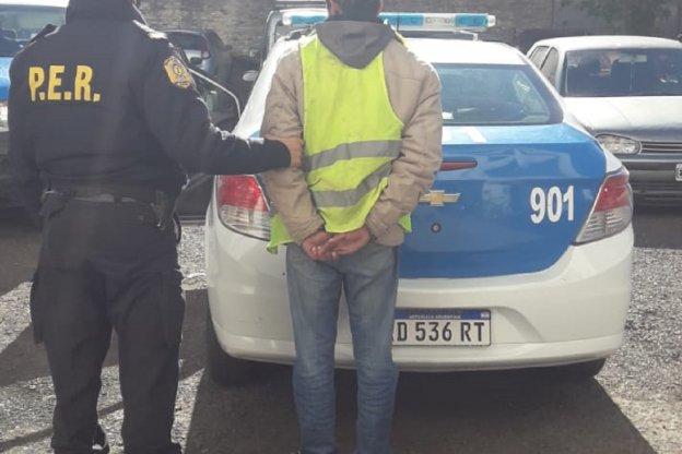 Cuida coches agredió y lesionó a un sujeto por estacionar el auto en su propio negocio