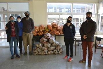 Productores de la economía social entregaron la primera compra directa de alimentos a comedores escolares de Paraná