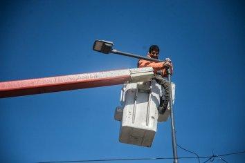 Mejoran el sistema lumínico en la vecinal Mariano Moreno