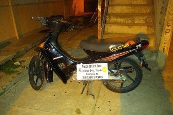 Vecinos atraparon a un ladrón para recuperar una moto robada