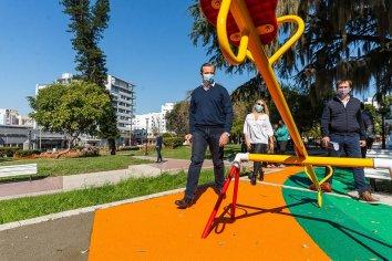 Bahl recorrió los trabajos de remodelación en la Plaza Alvear