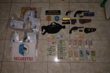 Colonia Avellaneda: Secuestraron un kilo de cocaína, armas, dólares y pesos