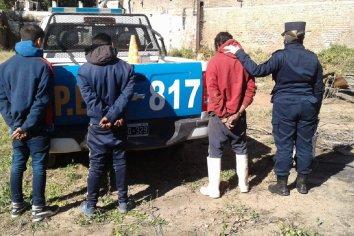 Tres sujetos sustrajeron hierros de un deposito municipal